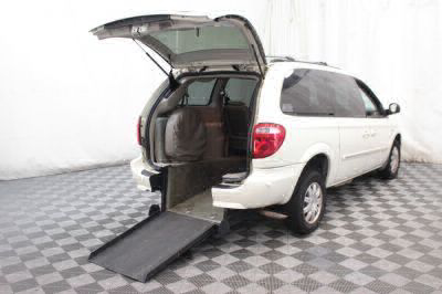 Used Wheelchair Van for Sale - 2007 Chrysler Town & Country Touring Wheelchair Accessible Van VIN: 2A8GP54L87R221429