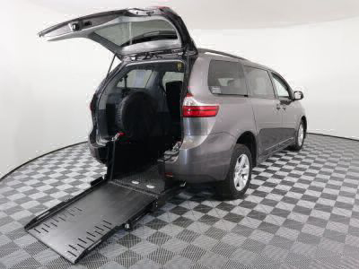 Handicap Van for Sale - 2019 Toyota Sienna LE Wheelchair Accessible Van VIN: 5TDKZ3DC6KS004574