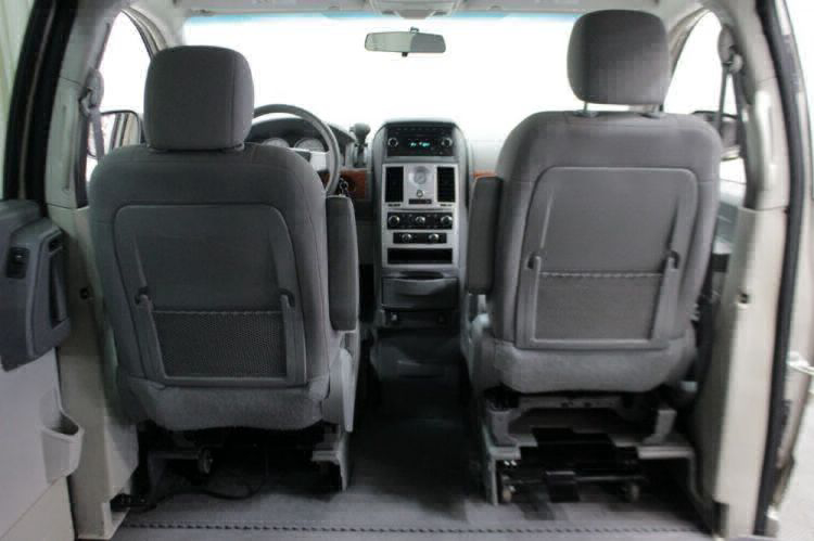 2009 Chrysler Town and Country LX Wheelchair Van For Sale #8