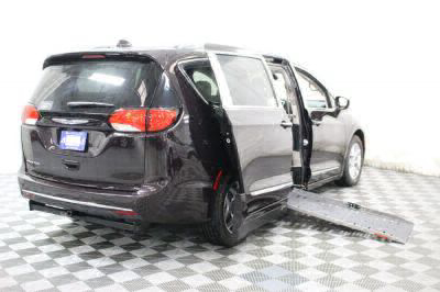 2017 Chrysler Pacifica Wheelchair Van For Sale -- Thumb #3