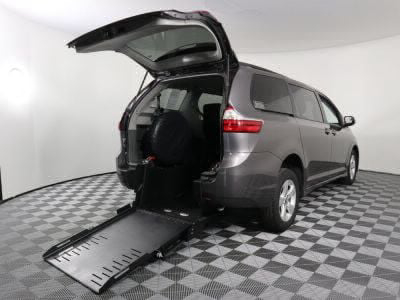 Commercial Wheelchair Vans for Sale - 2019 Toyota Sienna LE ADA Compliant Vehicle VIN: 5TDKZ3DC3KS992039
