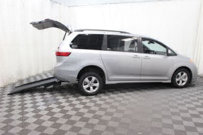 Commercial Wheelchair Vans for Sale - 2018 Toyota Sienna LE ADA Compliant Vehicle VIN: 5TDKZ3DCXJS901573