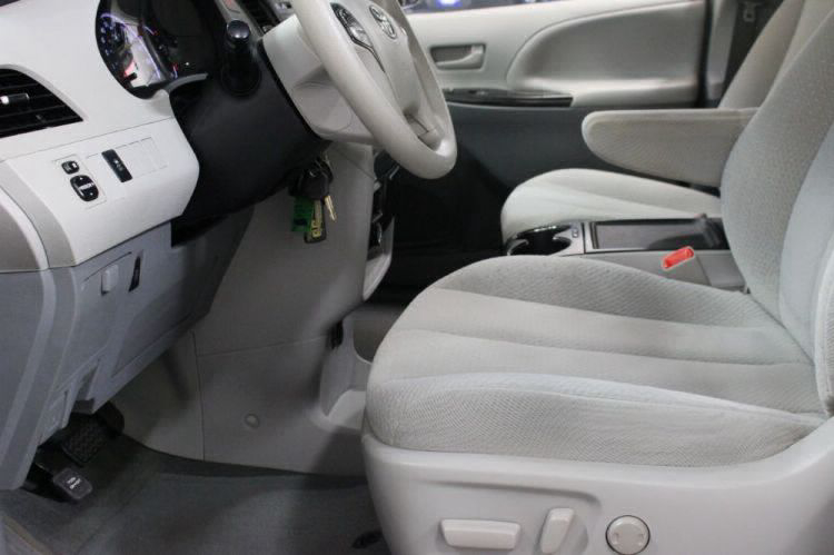 2014 Toyota Sienna LE Wheelchair Van For Sale #21