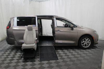 2017 Chrysler Pacifica Wheelchair Van For Sale -- Thumb #9