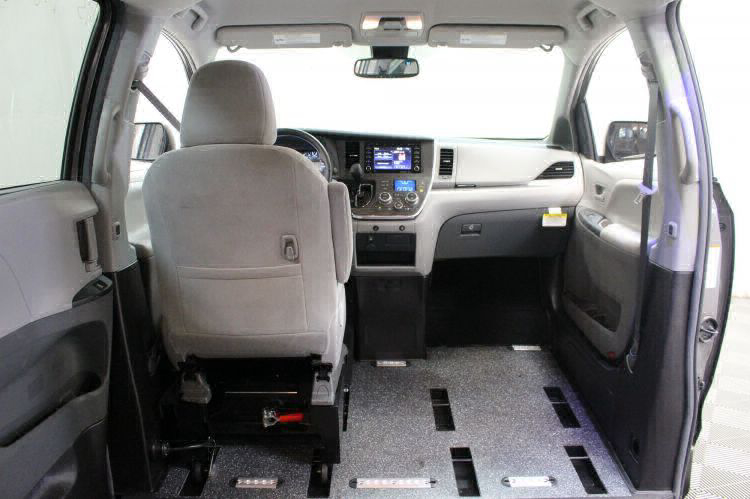 2018 Toyota Sienna LE Wheelchair Van For Sale #8