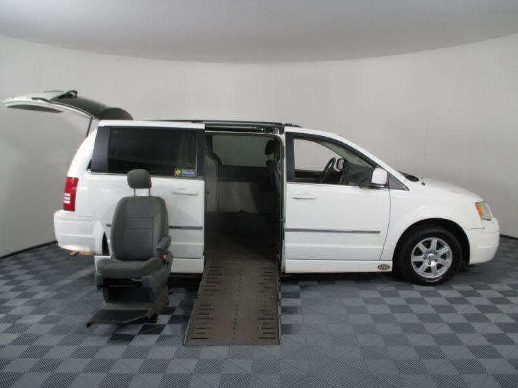 2010 Chrysler Town and Country Touring Wheelchair Van For Sale #10