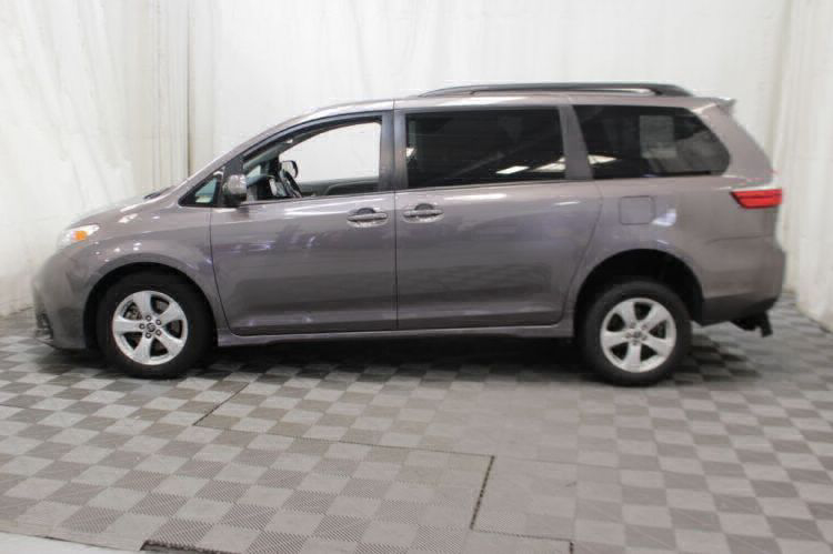 2018 Toyota Sienna LE Wheelchair Van For Sale #32