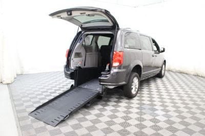 Commercial Wheelchair Vans for Sale - 2018 Dodge Grand Caravan SXT ADA Compliant Vehicle VIN: 2C4RDGCGXJR239401