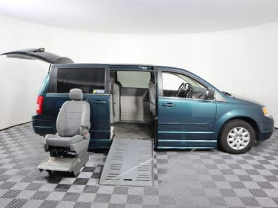 2009 Chrysler Town and Country Wheelchair Van For Sale -- Thumb #19