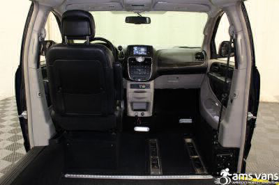 2014 Chrysler Town and Country Wheelchair Van For Sale -- Thumb #7