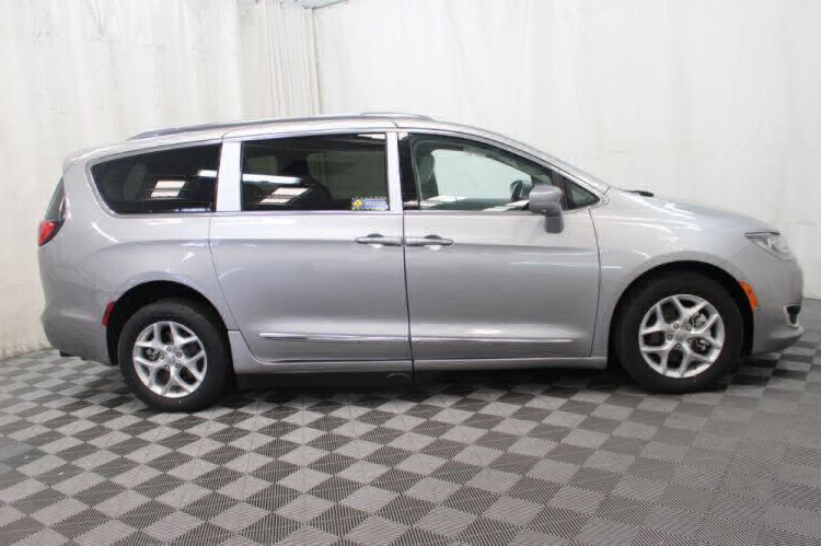 2017 Chrysler Pacifica Touring-L Plus Wheelchair Van For Sale #4
