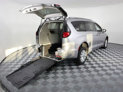 Handicap Van for Sale - 2018 Chrysler Pacifica Touring L Wheelchair Accessible Van VIN: 2C4RC1BG8JR119050