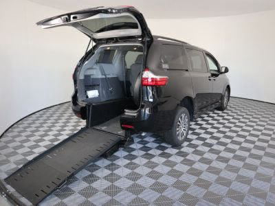 Commercial Wheelchair Vans for Sale - 2018 Toyota Sienna XLE ADA Compliant Vehicle VIN: 5TDYZ3DC9JS934459