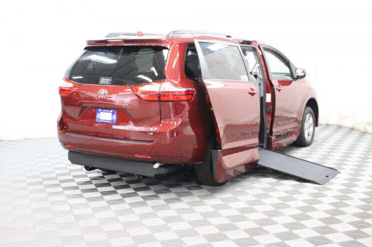 2018 Toyota Sienna LE Wheelchair Van For Sale #3