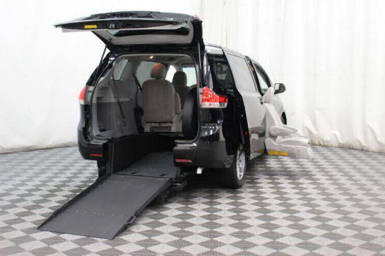 2014 Toyota Sienna LE Wheelchair Van For Sale #32