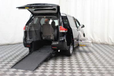 2014 Toyota Sienna Wheelchair Van For Sale -- Thumb #32