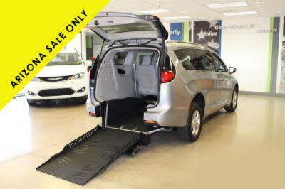 2018 Chrysler Pacifica Hybrid Wheelchair Van For Sale