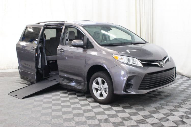 2018 Toyota Sienna LE Wheelchair Van For Sale #1
