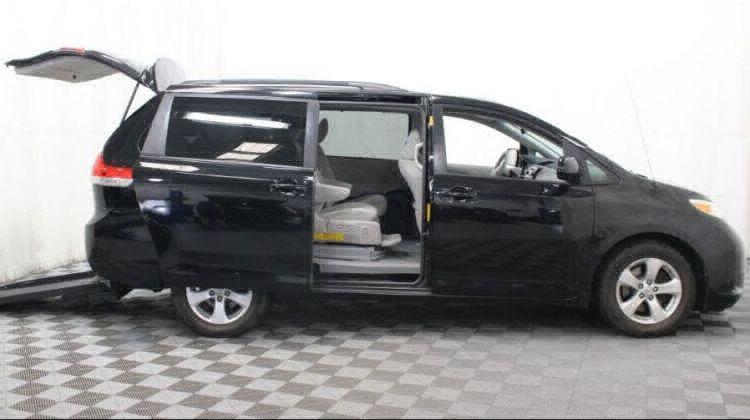 2014 Toyota Sienna LE Wheelchair Van For Sale #15