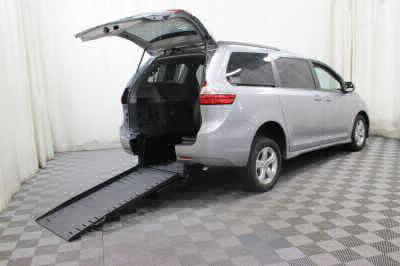 Commercial Wheelchair Vans for Sale - 2018 Toyota Sienna LE ADA Compliant Vehicle VIN: 5TDKZ3DC9JS911656