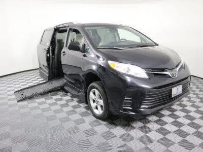 Handicap Van for Sale - 2018 Toyota Sienna LE Wheelchair Accessible Van VIN: 5TDKZ3DC7JS927161