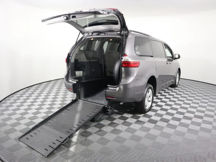 2018 Toyota Sienna LE Wheelchair Van For Sale #1