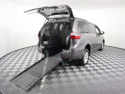 Commercial Wheelchair Vans for Sale - 2018 Toyota Sienna LE ADA Compliant Vehicle VIN: 5TDKZ3DC4JS910155