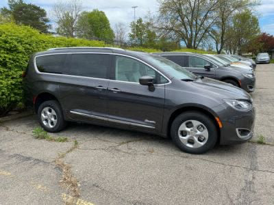 Handicap Van for Sale - 2018 Chrysler Pacifica Touring Hybrid Wheelchair Accessible Van VIN: 2C4RC1H75JR248404