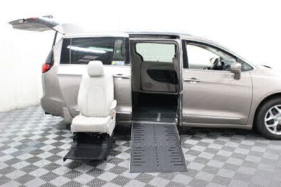 2017 Chrysler Pacifica Wheelchair Van For Sale -- Thumb #16