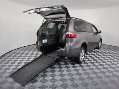 Commercial Wheelchair Vans for Sale - 2018 Toyota Sienna LE ADA Compliant Vehicle VIN: 5TDKZ3DC1JS910789