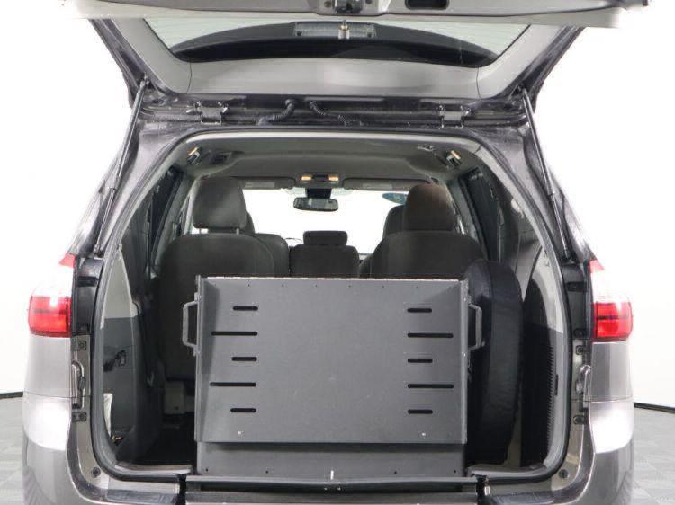 2018 Toyota Sienna LE Wheelchair Van For Sale #9