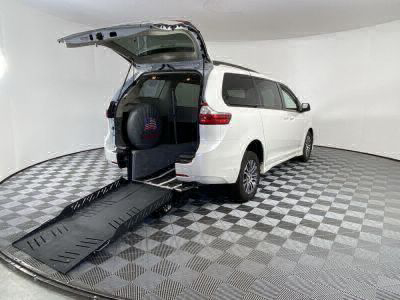 Commercial Wheelchair Vans for Sale - 2019 Toyota Sienna XLE 8-Passenger ADA Compliant Vehicle VIN: 5TDYZ3DC7KS015299
