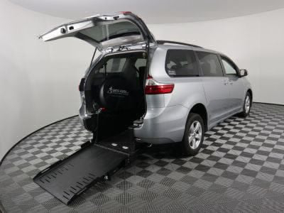 Commercial Wheelchair Vans for Sale - 2019 Toyota Sienna LE ADA Compliant Vehicle VIN: 5TDKZ3DC3KS992851