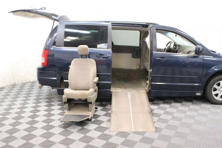 2008 Chrysler Town and Country Touring Wheelchair Van For Sale #12