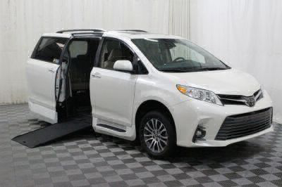 Commercial Wheelchair Vans for Sale - 2018 Toyota Sienna XLE ADA Compliant Vehicle VIN: 5TDYZ3DCXJS938987