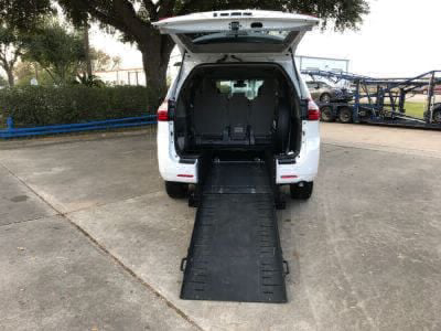 Commercial Wheelchair Vans for Sale - 2018 Toyota Sienna LE ADA Compliant Vehicle VIN: 5TDKZ3DC1JS906242