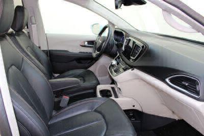 2018 Chrysler Pacifica Wheelchair Van For Sale -- Thumb #8