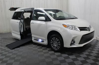 Commercial Wheelchair Vans for Sale - 2019 Toyota Sienna XLE ADA Compliant Vehicle VIN: 5TDYZ3DC8KS984917