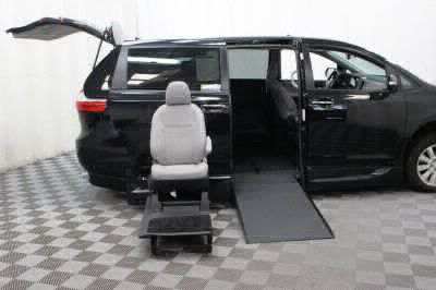 2017 Toyota Sienna Wheelchair Van For Sale -- Thumb #11