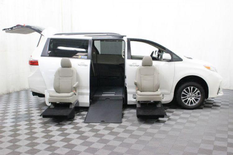 2018 Toyota Sienna XLE Wheelchair Van For Sale #10