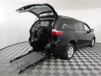 Commercial Wheelchair Vans for Sale - 2019 Toyota Sienna LE ADA Compliant Vehicle VIN: 5TDKZ3DC7KS010710