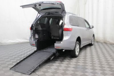 Commercial Wheelchair Vans for Sale - 2018 Toyota Sienna LE ADA Compliant Vehicle VIN: 5TDKZ3DC3JS918876