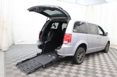 Commercial Wheelchair Vans for Sale - 2018 Dodge Grand Caravan SE Plus ADA Compliant Vehicle VIN: 2C4RDGBG1JR153394