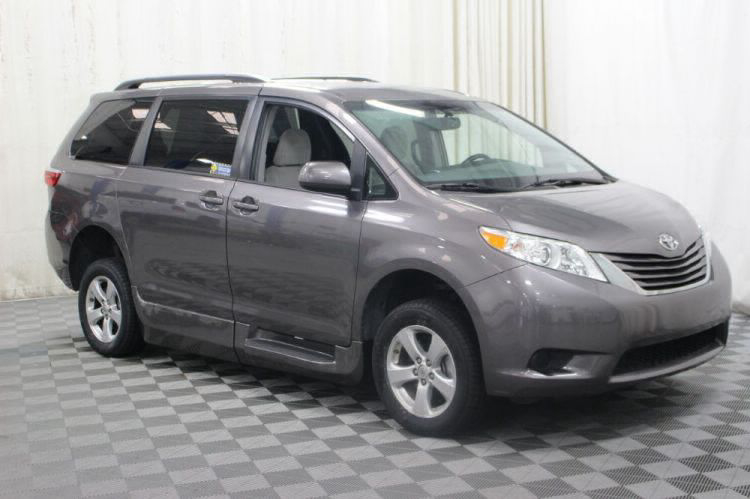 2017 Toyota Sienna LE Wheelchair Van For Sale #32