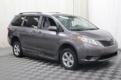 2017 Toyota Sienna Wheelchair Van For Sale -- Thumb #32