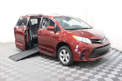 New 2018 Toyota Sienna LE Wheelchair Van