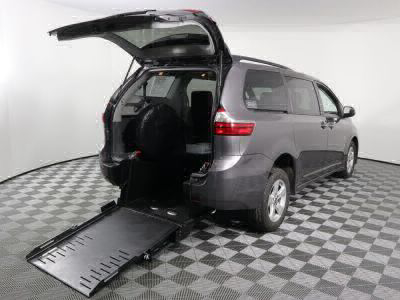Commercial Wheelchair Vans for Sale - 2020 Toyota Sienna LE ADA Compliant Vehicle VIN: 5TDKZ3DCXLS064827