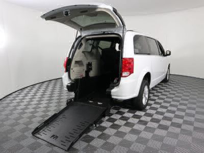Commercial Wheelchair Vans for Sale - 2019 Dodge Grand Caravan SXT ADA Compliant Vehicle VIN: 2C4RDGCG8KR607091