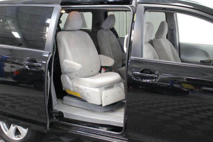 2014 Toyota Sienna LE Wheelchair Van For Sale #40