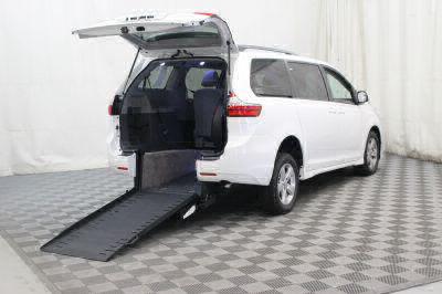 New 2018 Toyota Sienna LE Wheelchair Van